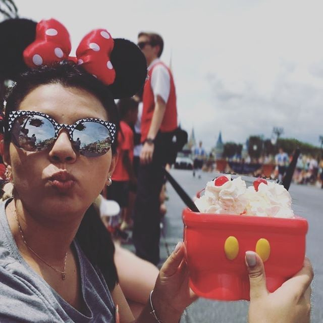 Larissa Com O Sorvete Da Pia Do Mickey Filosofia Disney No Instagram