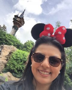 Larissa Cristina No Magic Kingdom Com A Torre Da Rapunzel Filosofia Disney No Instagram Por Disneyria