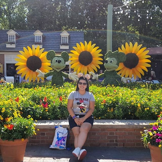 Larissa Do Disneyria No Epcot International Flower And Garden Festival Filosofia Disney No Instagram Por Disneyria